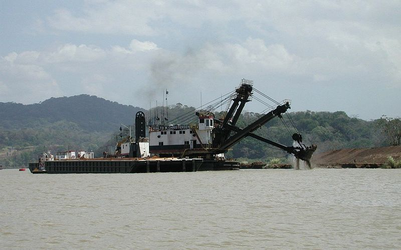 Schwimmbagger In Panamakanal Panama Info Net